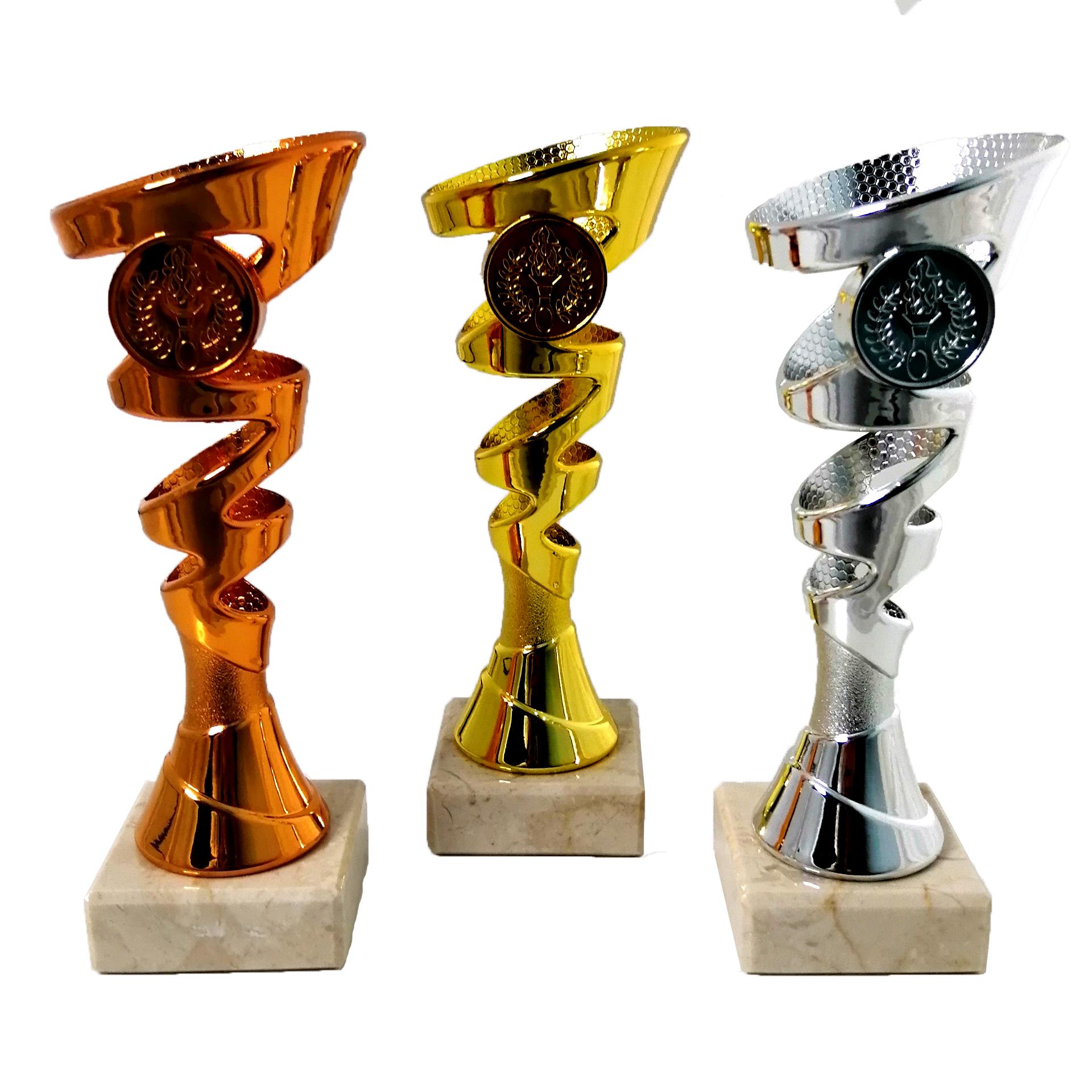 Комплект кубков золотого, серебряного и бронзового цвета
